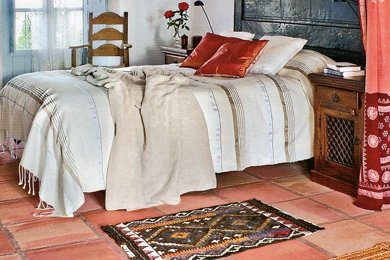 flamenca-02-spanische-fliesen-terracottta-schlafzimmer