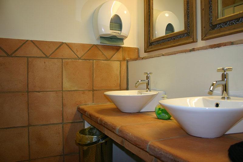 flamenca-11-terracottafliesen-wc-waschbecken